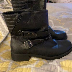 Beautiful Black Pull on Boot